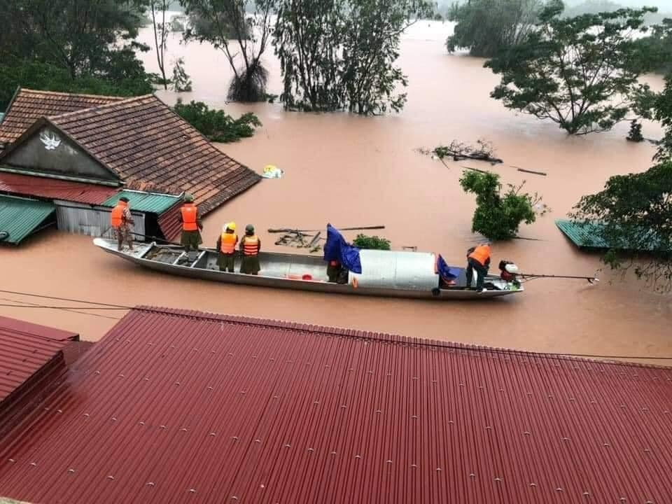 aid flood stricken central Vietnam